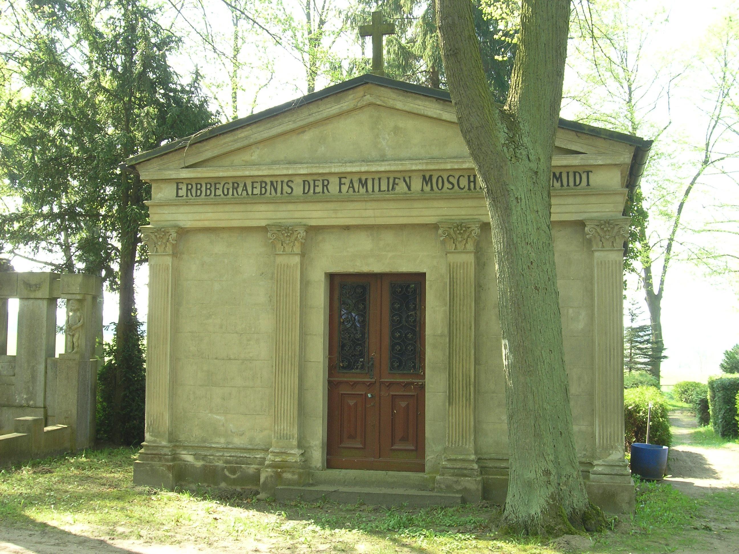 BAR-Biesenth-MausoleumMoschel.jpg