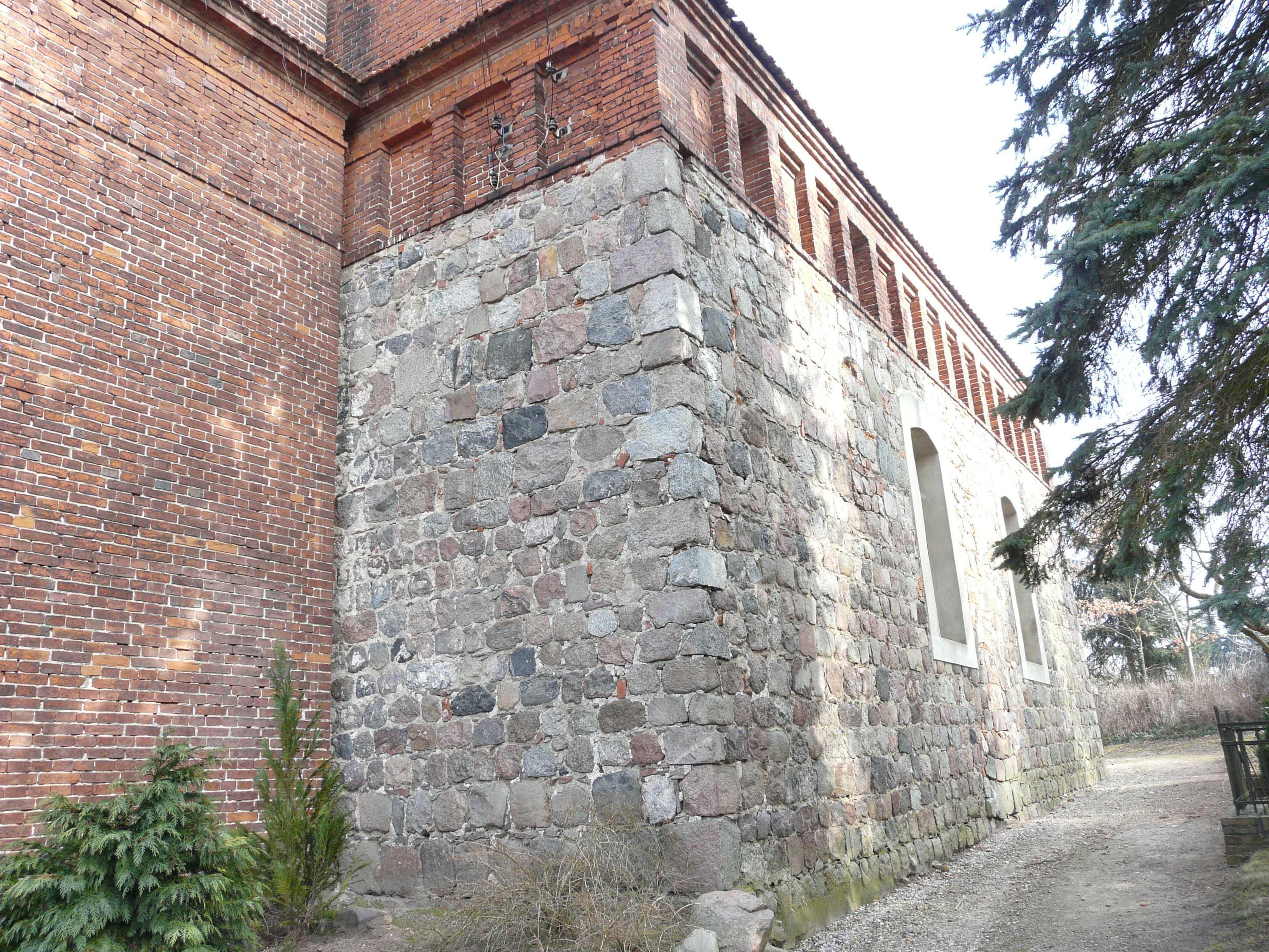 BAR-Danewitz-Kirche-Schau-2010.jpg