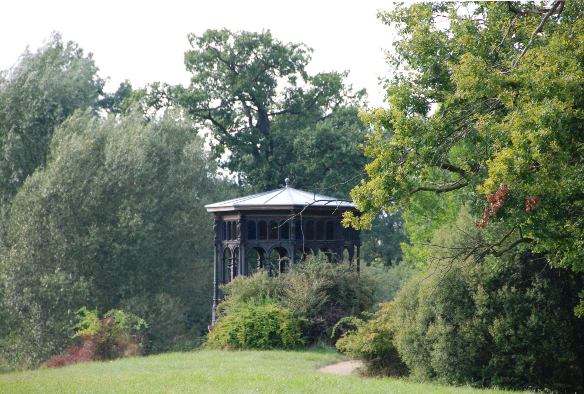 LDS-FuerstlDrehnaSchlossparkPavillon-BLDAM-2009.jpg