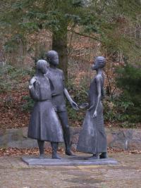 BAR-Pionierlager-Skulptur-IR-2014.jpg