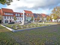 EE-Doberlug-Sowj-Ehrenmal-DH-2016.jpg