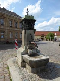 MOL-Buckow-Marktplatz-Brunnen-AM-2017.jpg
