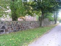 UM-Neukuenkendorf-Kirche-Mauer-IR-2008.jpg