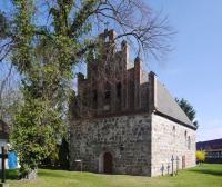 UM-Zuetzen-Dorfkirche1-IR-2013.jpg